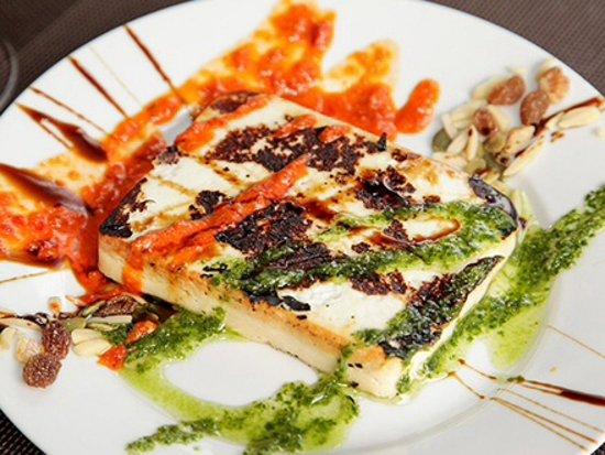 Formaggio grigliato con mojo verde o rojo