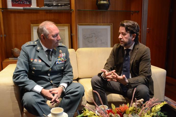 Carlos Alonso respinge il generale della Guardia Civil di ...