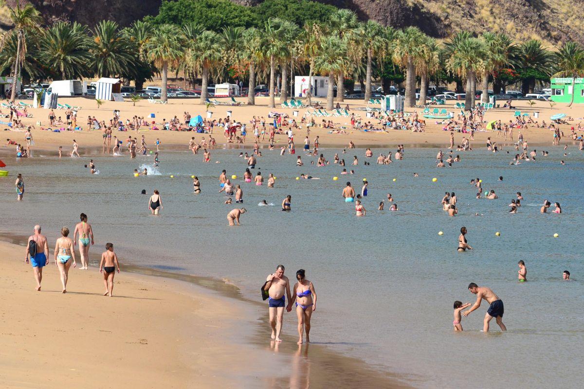 La playa contará, de momento, con cinco kioscos y su correspondiente lote de hamacas que podrían estar listos ya para el mes de agosto. Sergio Méndez