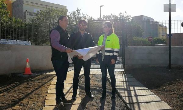 Arona ahorrará 18.000 metros cúbicos de agua potable al año gracias a su reutilización en el baldeo y riego de jardines