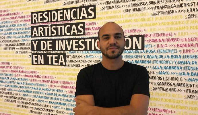 El artista puertorriqueño Guillermo Rodríguez realiza una re...