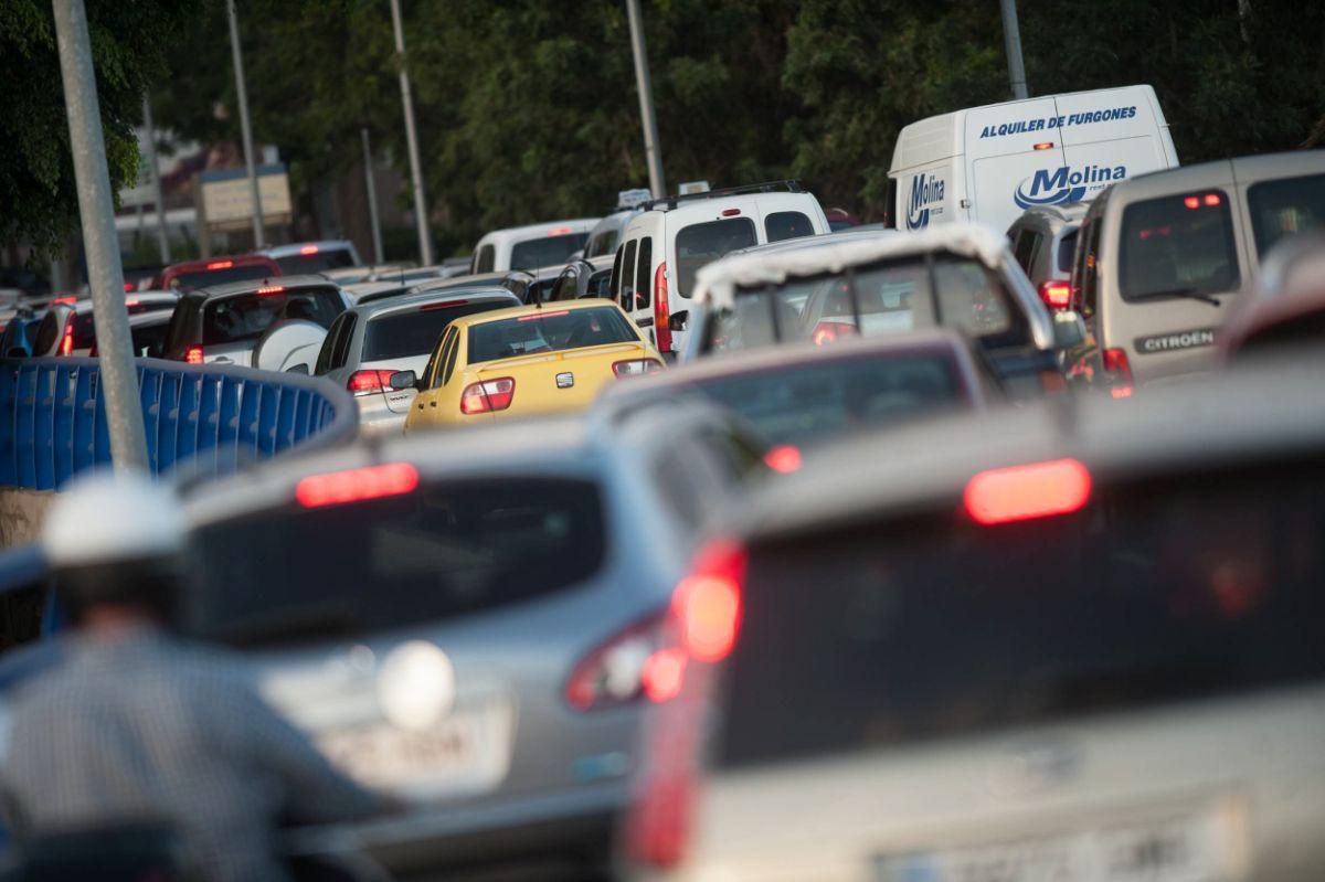 La calidad del aire será uno de los motivos medioambientales que el Consistorio podrá esgrimir para limitar la circulación                      de coches en sectores de la ciudad. F. P.