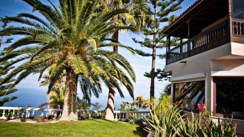El Refugio Apartments & Villa
