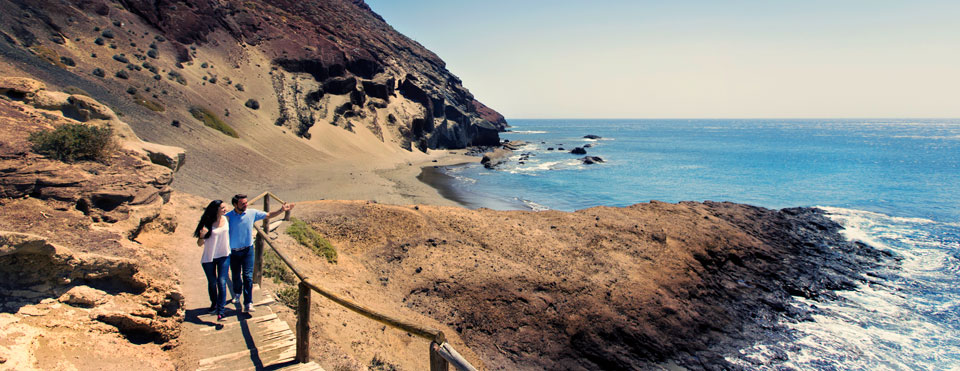 Playa Montaña Roja